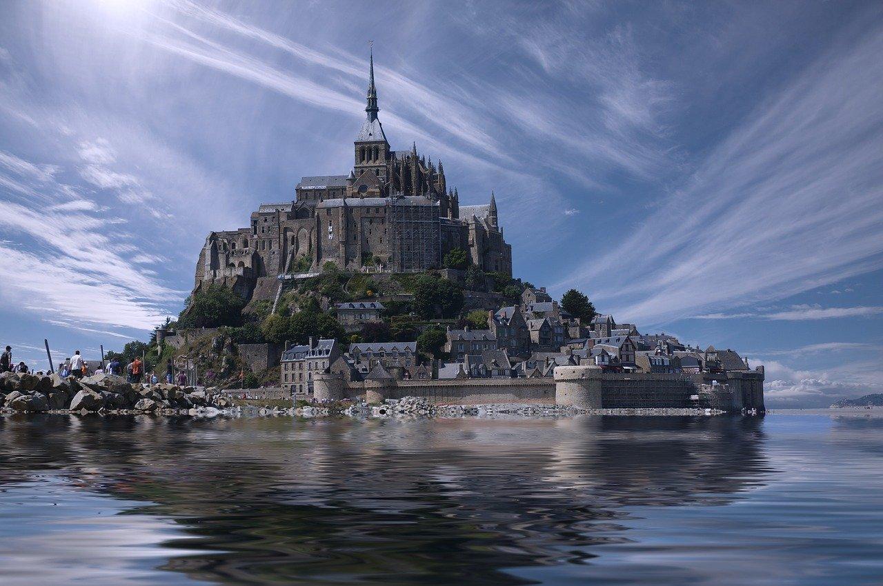 モン・サン・ミッシェル修道院(フランスのブリュターニュ)